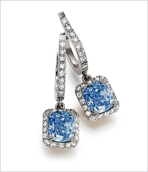 Ohrschmuck mit blauen Diamanten