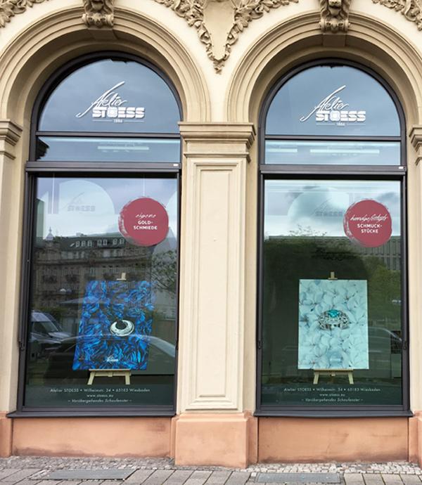 Schaufenster Ausstellung von Atelier Stoess am Dernschen Gelände in Wiesbaden